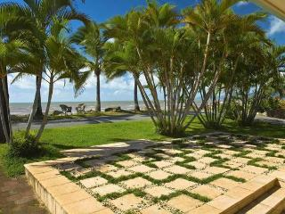 Front Patio Area Overlooking the Coral Sea