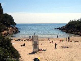 Calafato Beach 50 m.