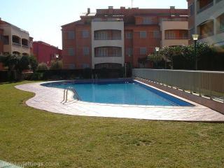 53. Bajo con jardin privado y piscina comunitaria