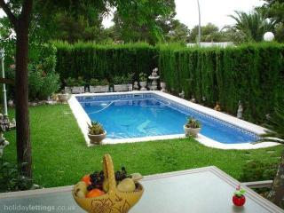 51. Bonito chalet adosado con piscina privada