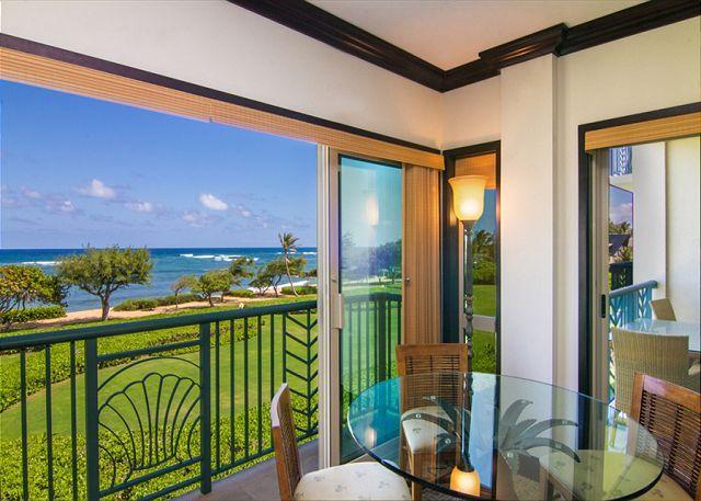 Luxury Oceanfront Condo:  Enjoy Tranquil Sounds of the Ocean in Every Room!, location de vacances à Kauai