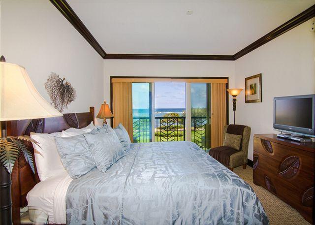 Luxury Oceanfront Condo:  Enjoy Tranquil Sounds of the Ocean in Every Room!, alquiler de vacaciones en Kapaa