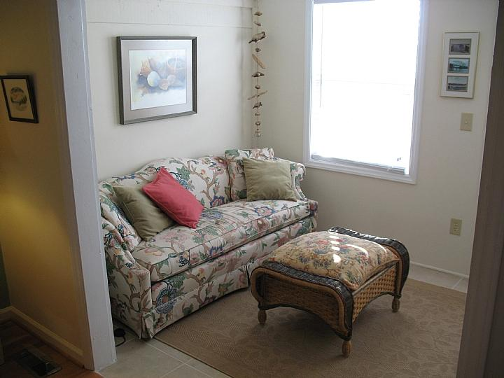 sitting area in upstairs bedroom