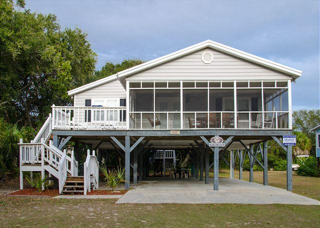 Sand Quarters - Screened Porch, Pet Friendly, Minimal Walk To the Beach, holiday rental in Edisto Island