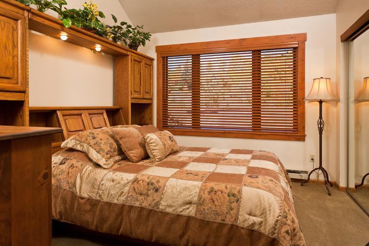 Norwegian Log Unit 202 - Queen Bedroom
