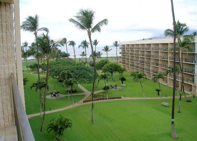 Special!  Maui Sunset 502B, 1 BR, 2 BA  with Partial Ocean View, location de vacances à Kihei