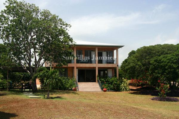 Coquina - South Coast 4 Bedroom Beachfront, holiday rental in Alligator Pond