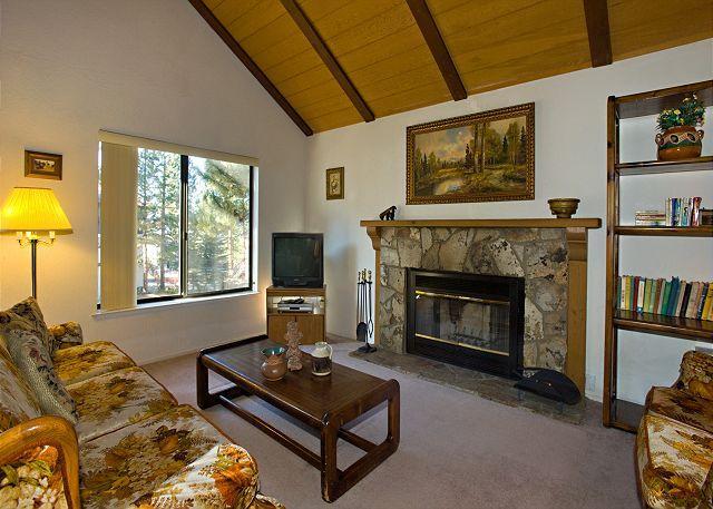 Tahoe Tyrol 3336 living room