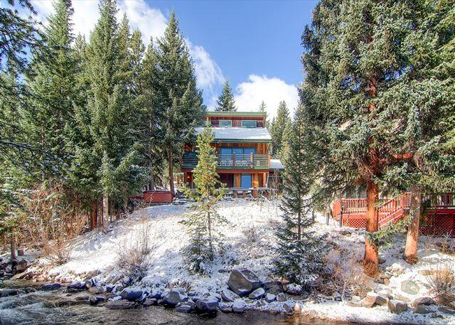 Rapids Retreat Home: On River, Hot Tub, Dog Friendly!, vacation rental in Breckenridge