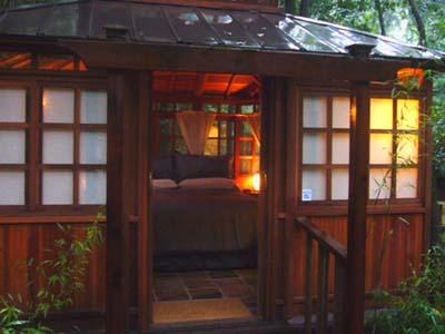 Falling Leaf Vacation Rental, Romantic Teahouse Bedroom