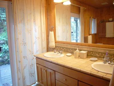 Falling Leaf, Bathroom with Shower & double sink