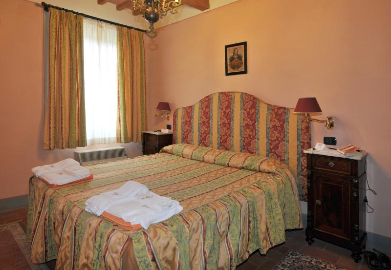 Apartment Rental in Tuscany, Segromigno - Casa Ada Uno, vacation rental in Province of Caserta