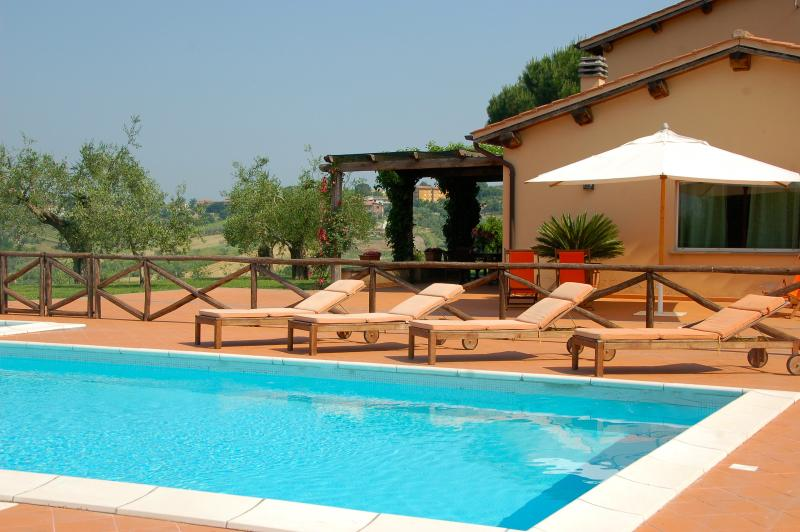 Large Estate with Four Villas with Pools North of Rome - Podere Tevere, location de vacances à Magliano Sabina