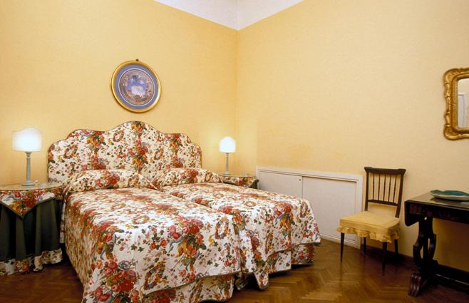 Florence Vacation Accommodation - Piazza Santa Croce - Donatello, vacation rental in Florence