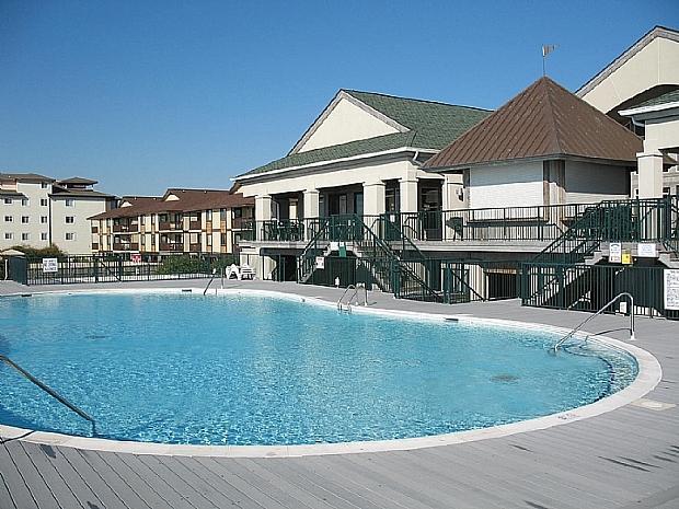 Pool for Islander Villas at the Isles Restaurant