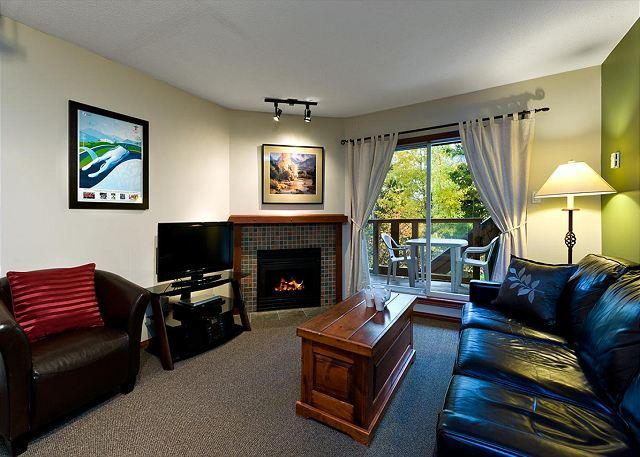 58 Glaciers Reach this 1br home has a hot tub & pool in Whistler Village, vacation rental in Pemberton