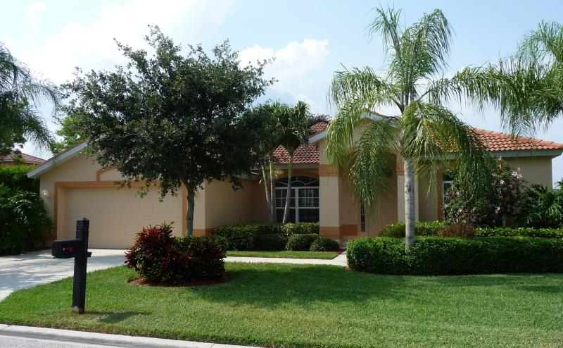 Colonial Pointe Villa, 15 minutes from Fort Myers Beach and Sanibel