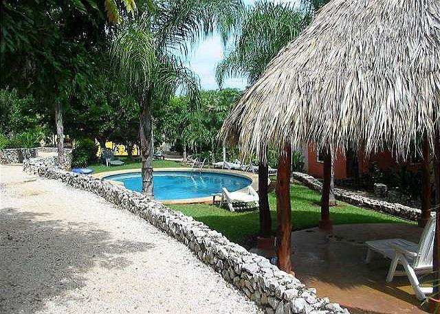 Peaceful Tamarindo condo- near beach, kitchen, cable, internet, pool, aluguéis de temporada em Villarreal