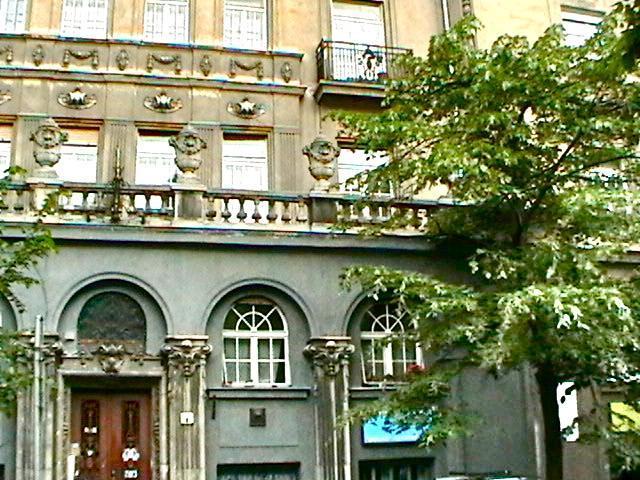 Andreis byggnad från gatan