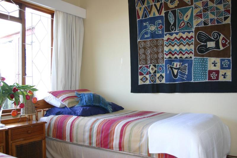 3 º dormitorio con 2 camas individuales y vistas a la laguna.
