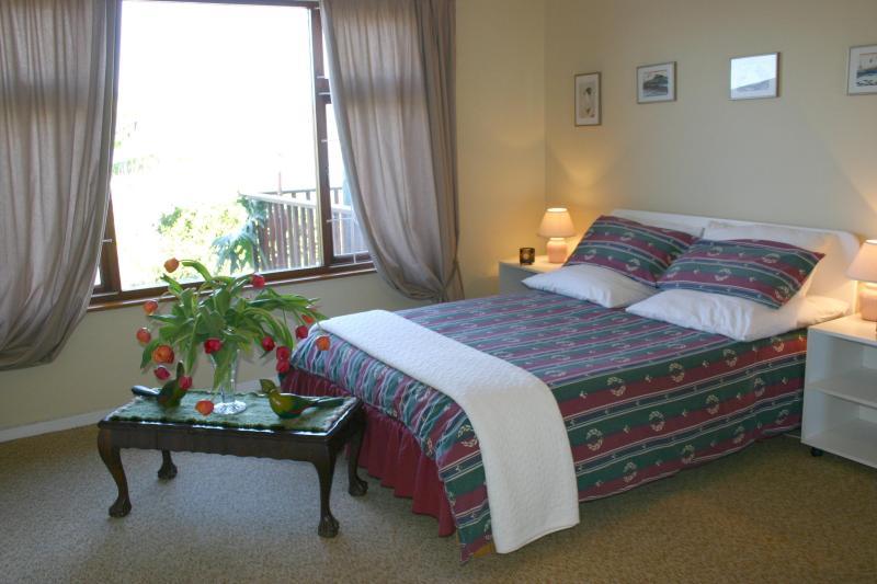 2 º dormitorio con cama doble y vistas a la Laguna