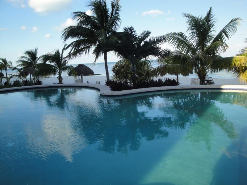 Private Beachfront Condo in Cancun's Hotel Zone, vacation rental in Cancun