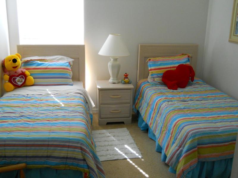 3 dormitorio tiene dos camas individuales