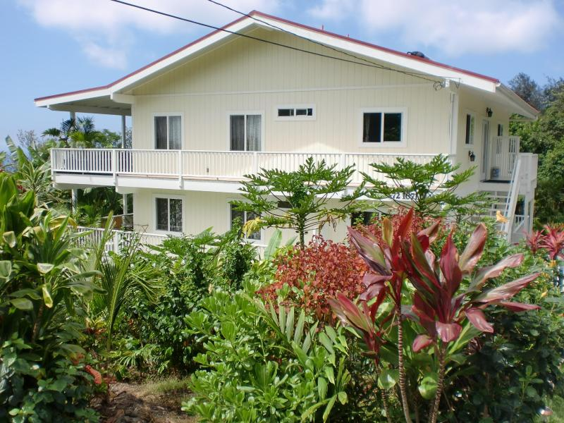 OceanView Plumeria Suite, kitchenette,Sprechen Deutsch. Bears' Place Guest House, vacation rental in Island of Hawaii