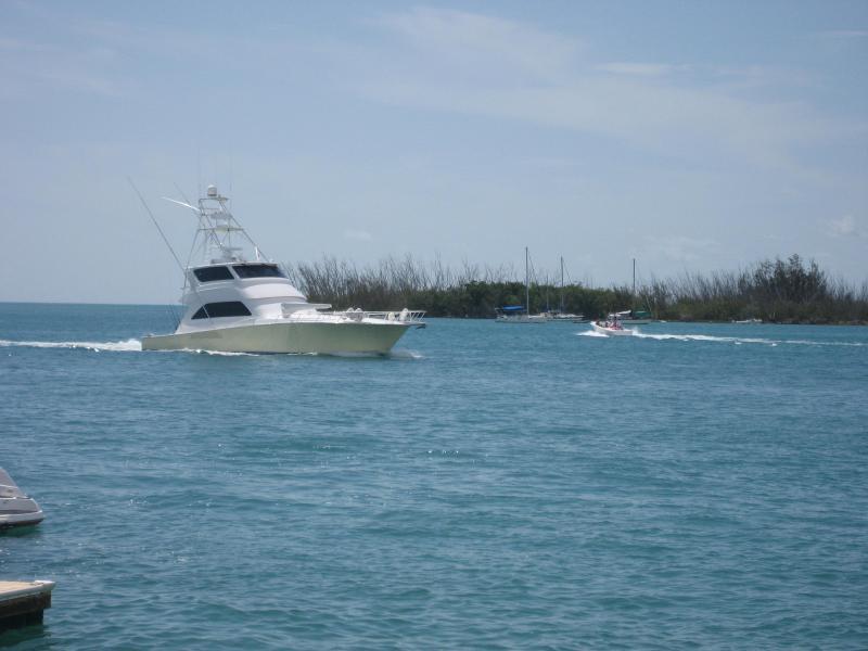 U vindt onze prachtige oceaan wateren van zowat overal op het eiland.