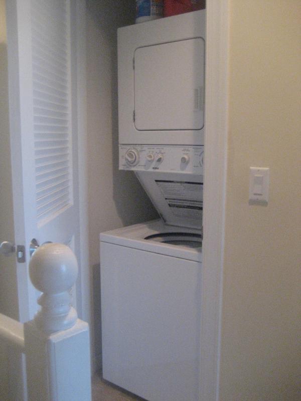 We hebben een wasmachine/droger recht binnen onze eenheid voor uw gemak