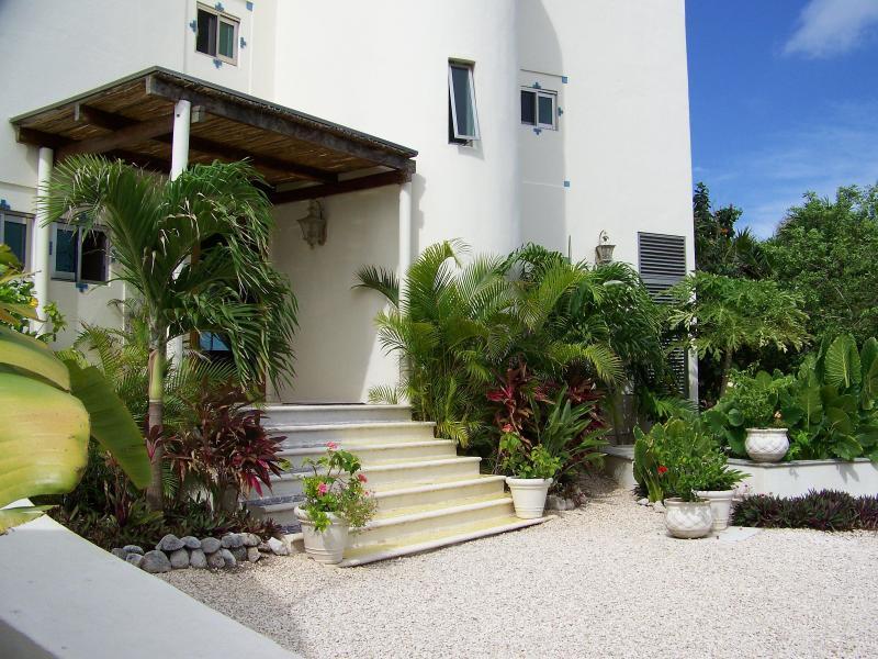 entrada frontal de Casa Caribe alma en Tankah