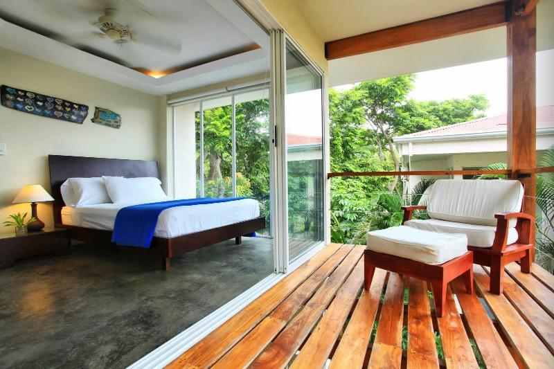 2 dormitorios y balcón