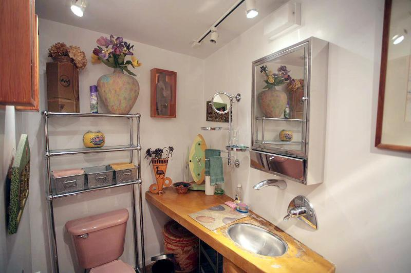 Art Filled Apartment With Garden Awaits You In Sf