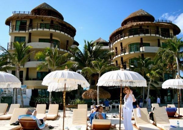 Ocean front, largest 1BR on beach at El Taj Ocean, Luxury Condo Hotel, location de vacances à Playa del Carmen