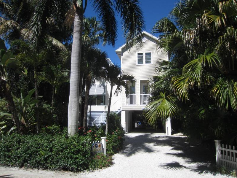 Sun & Moon Pool House - Beach Side of the Captiva Village Center, holiday rental in Captiva Island