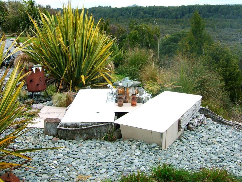 Doble jardín baños calientes agua corriente