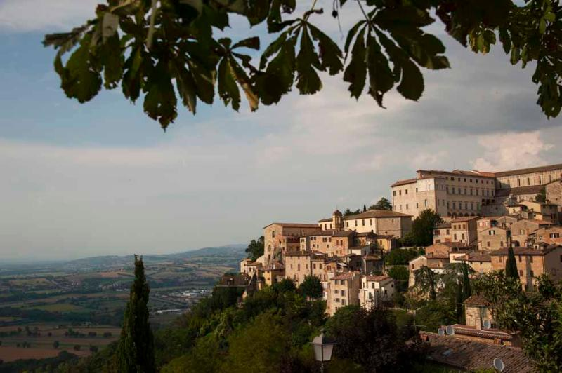 Spello, North-South View (photo copyright Geoff Beatty)