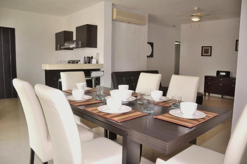 Pelicanos Vacation Rental Dining Area