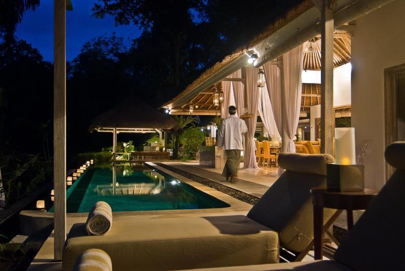 SUNGAI pool deck to bar bale