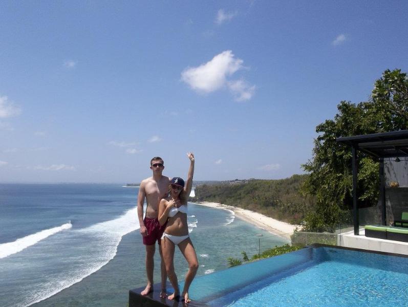 Suluban Cliff Bali Villa infinity pool &  oceanview.  Luxury Bali Villa rental in Uluwatu .