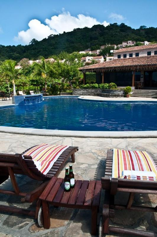 Pool with towels, lounge chairs and bar service