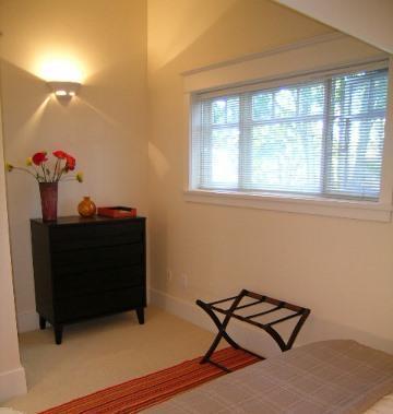 Seconda camera da letto con armadio, cassettiera e portapacchi