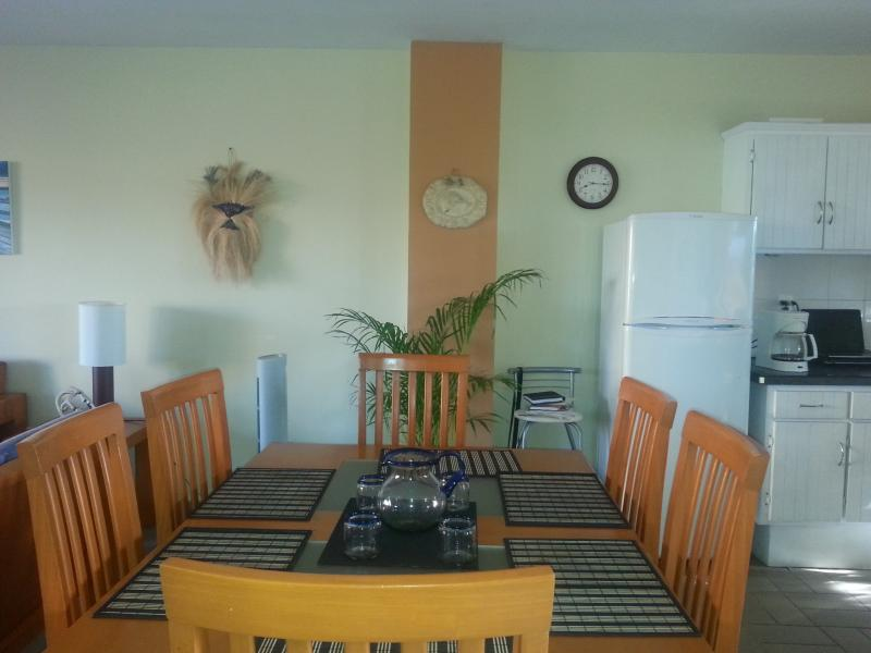 Large dining space in open concept! perfect !!!