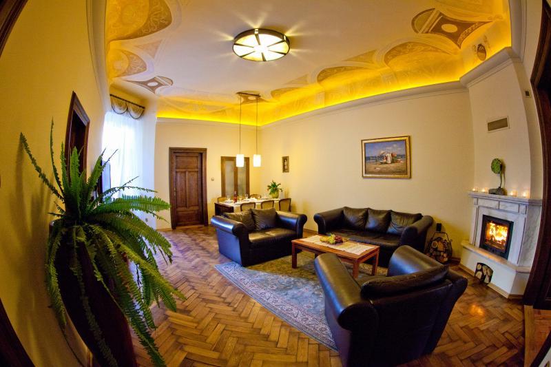 Best location to explore city! Spacious, beautiful, Ferienwohnung in Krakau