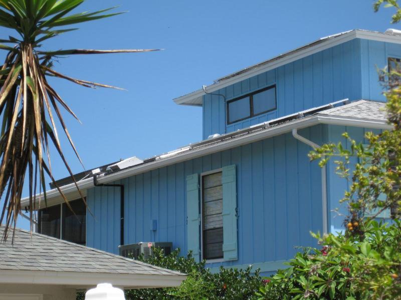 Fotovoltaïsche (PV) zonnepanelen op Plumfish genereert alle eigenschappen eigen elektriciteit