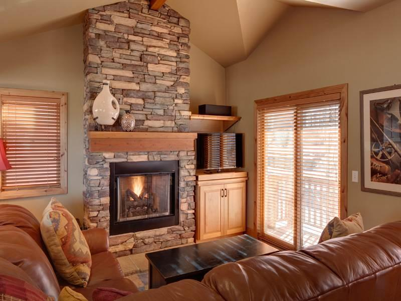 Flat-Screen TV, Gas Fireplace, and Leather Furnishings in the Living Room