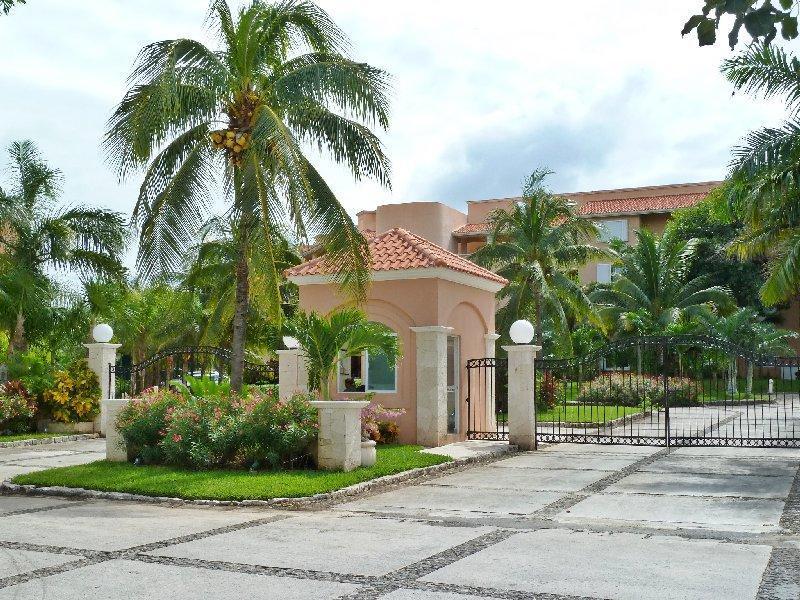 Villas del Mar security gate