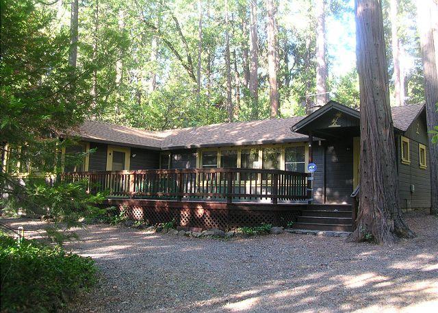 Charming 'Twain Harte Original' cabin- deck, kitchen, BBQ, handicap access, location de vacances à Twain Harte