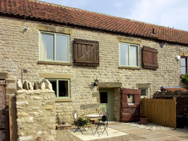 COW BYRE COTTAGE, character holiday cottage, with a garden in Wrelton, Ref 1577, holiday rental in Pickering