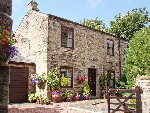 CRESCENT COTTAGE, family friendly, character holiday cottage, with a garden in, location de vacances à Haltwhistle